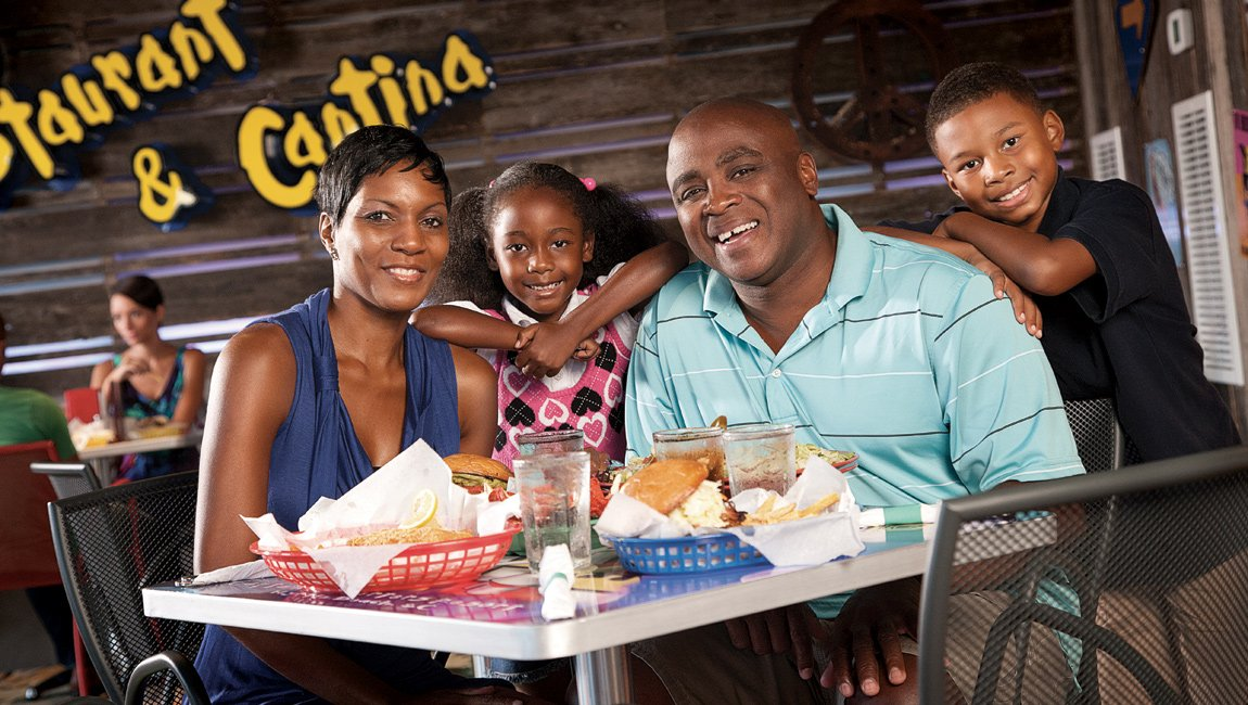 Family Dining at Loco Gecko Myrtle Beach Restaurant
