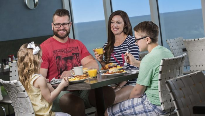 Family oceanfront hotel dining